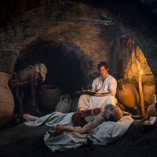 Der Medicus im unterirdischen Gang  [(c): © Ufa Fiction GmbH]